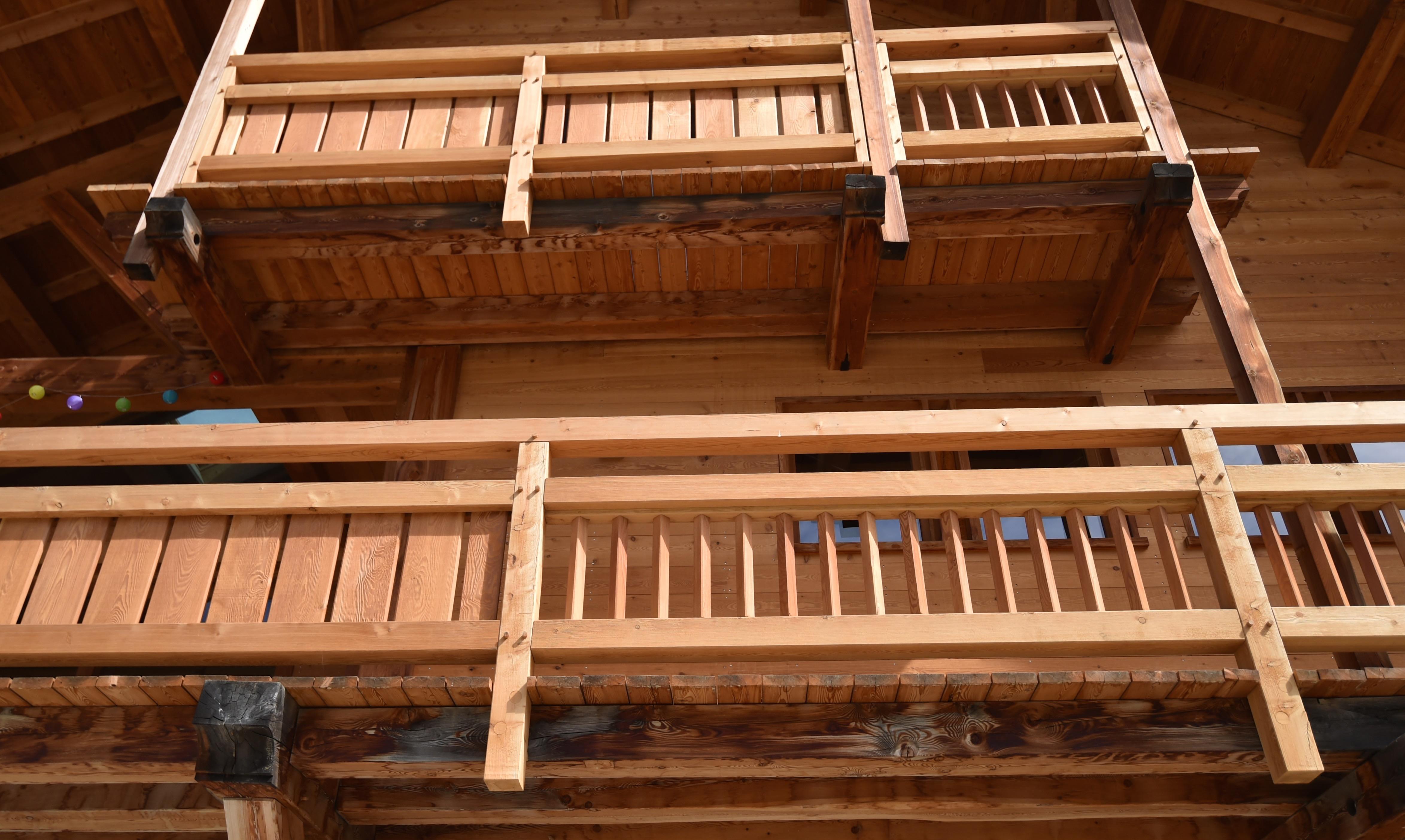 Balcon de chalet en mélèze